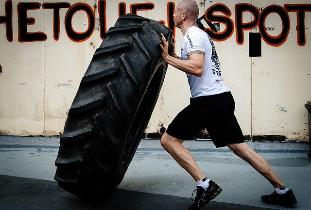 retourner un pneu